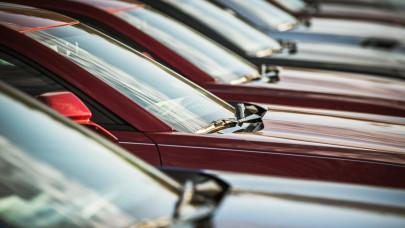 Ősöreg autók érkeznek az országba: csúcsra hajtja az importot a chiphiány