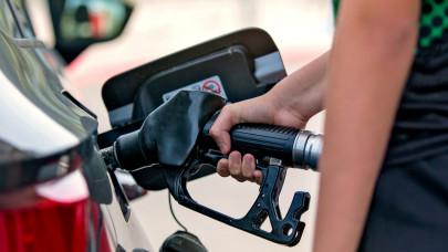 Nyakunkon az 500 forintos benzinár: nagyot drágulnak az üzemanyagok szerdán