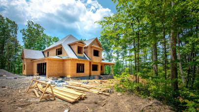 Kegyetlen, ami a magyar ingatlanokkal történik: itt a matek, házat venni vagy építeni éri meg jobban