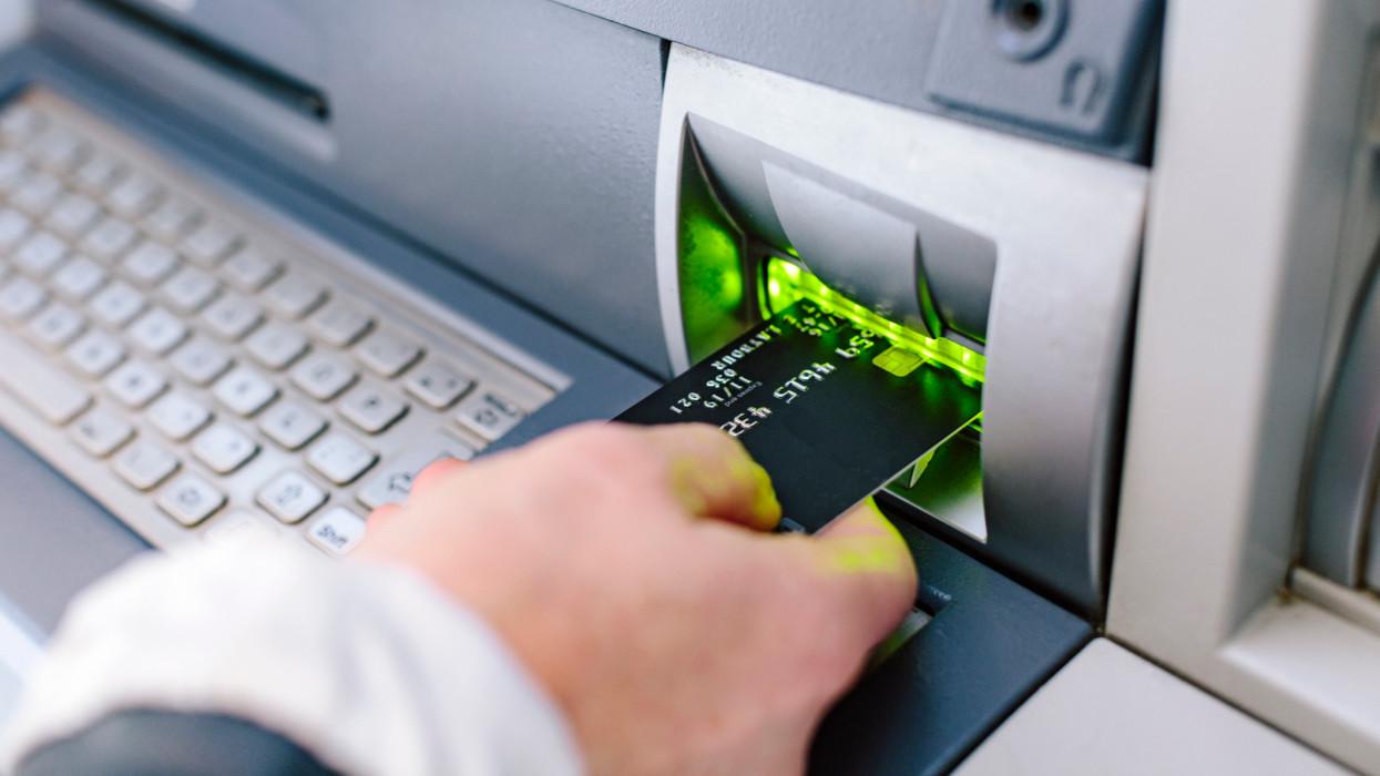 Óriási változások a magyar bankfiókokban: ezeknek az ügyintézéseknek lassan befellegzett