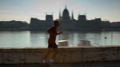 A fél város lezárják a hétvégén, futóverseny lesz Budapesten: itt számíts nagy dugókra