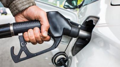 Nem rémálom, ez már a valóság: begyűrűzött az 540 forintos benzinár Magyarországra