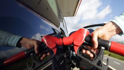 Nem áll meg a horror a benzinkutakon: meddig szállhatnak még el az árak?