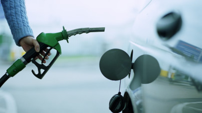 Tesznek a magyar autósok a rekord drága benzinre: úgy tankolnak, mintha nem lenne holnap