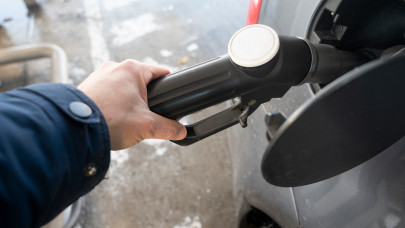 Nincs megállás: újabb horror áremelés jön a benzinkutakon szerdától