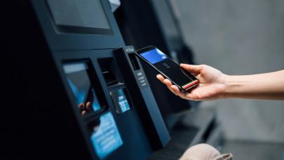 Fontos újítás élesedik a magyar banknál: már így is lehet fizetni, sokan várták