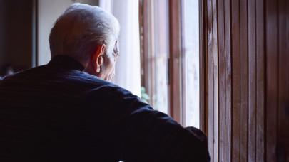 Nyugdíjasokra vadászó csaló ellen emeltek vádat: komoly pénzt húzott le a nevükben