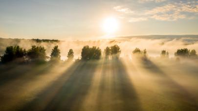 Éjszakai mínuszok után igazi ajándékot ad az ősz a magyaroknak: íme az előrejelzés