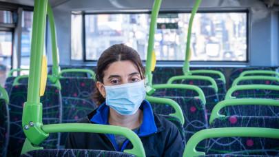 Kemenesi Gábor: ennyire véd valójában a vírustól a maszkviselés a buszon